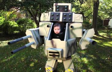 Daddy makes best costume for his 6 months old son